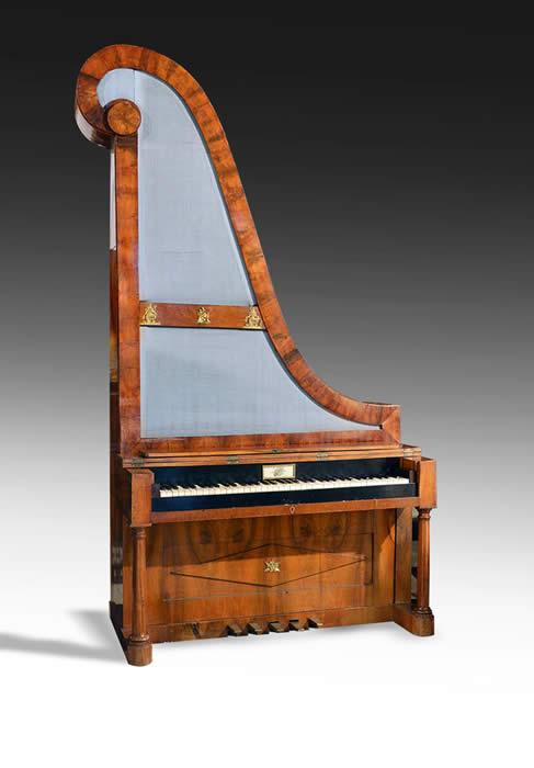 Giraffe-Piano-Vienna-ca-1835--700-px