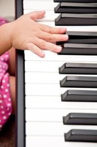 baby piano hand pic